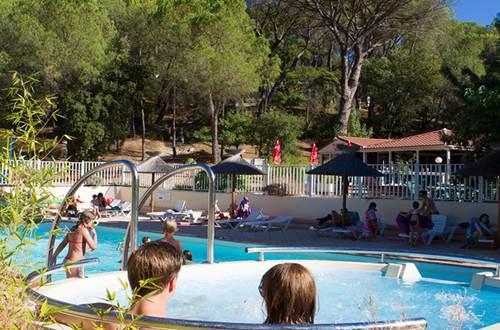 la piscine du Mas de Reilhe ©